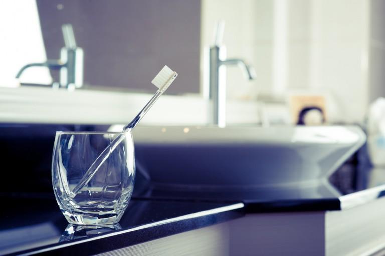 """世界が認めた1本1000円の歯ブラシ。ナノテクノロジーを駆使した""""歯磨き粉がいらない""""MISOKAとは"""