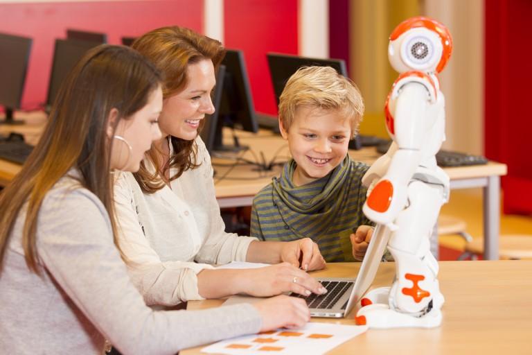 未来を担う子供たちにものづくりの楽しさを伝える。最先端の「体験型・ものづくり教室」をご紹介